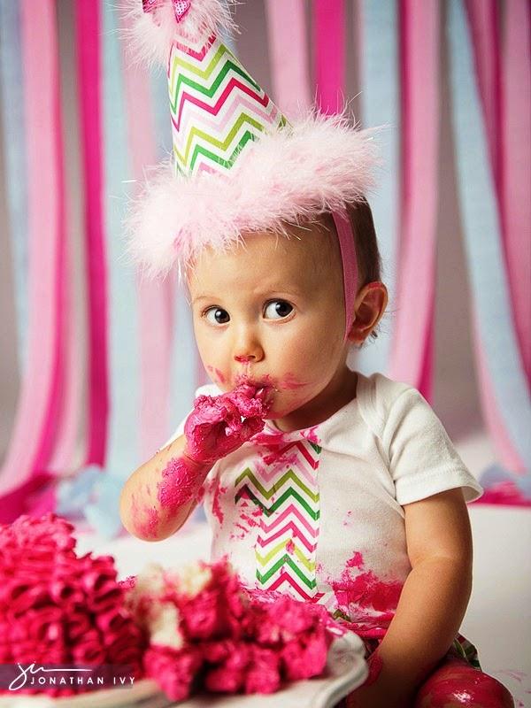 Gambar bayi lucu belepotan ulang tahun pertama