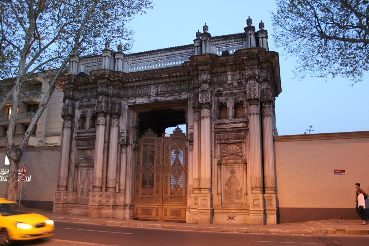 Çırağan Sarayı Kapısı