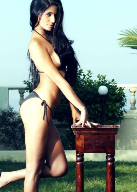 Poonam Pandey hot bikini photos