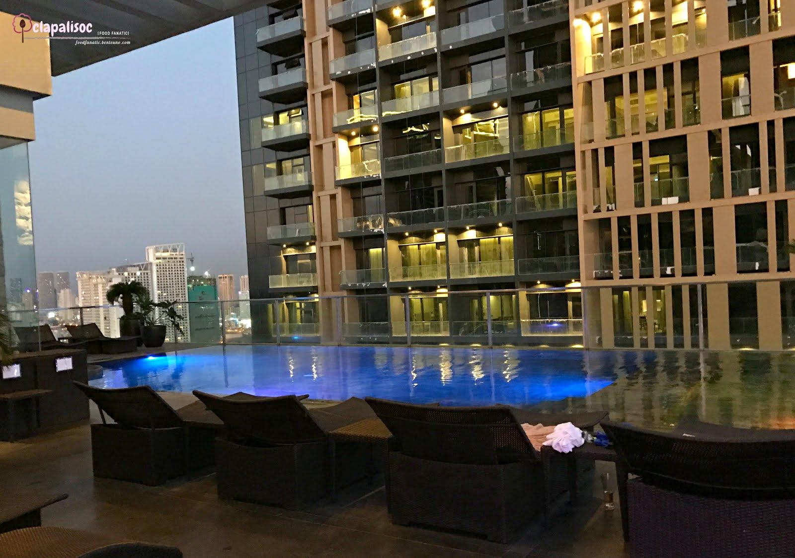 City Garden Grand Hotelu0027s Roofdeck Pool Area