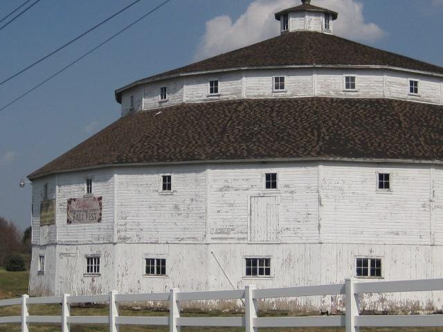 http://genemundtchicagolandmortgage.blogspot.com/2013/04/the-baker-koren-round-barn-farm-park-in.html
