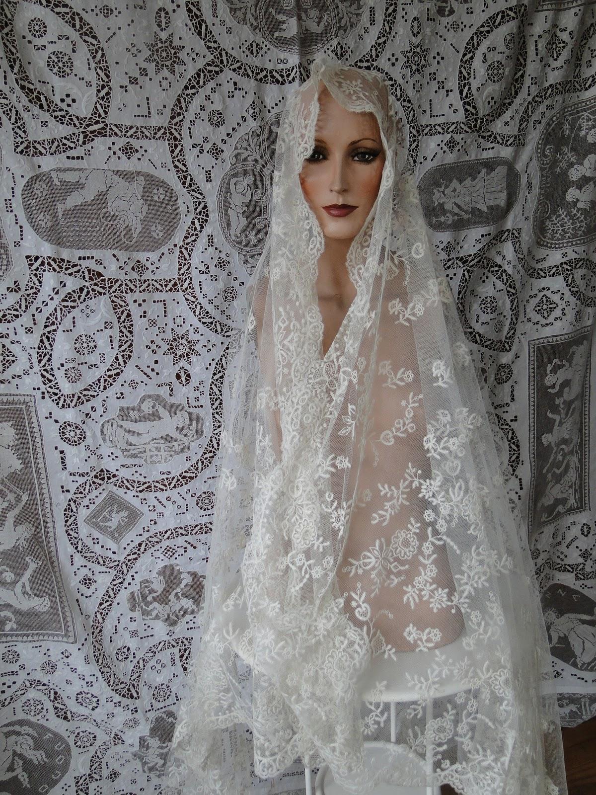 Antique lace wedding veils