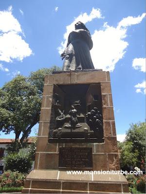Estatua de Gertrudis Bocanegra en Pátzcuaro