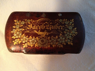 Snuff box beautifully decorated with flowers and with the name Jacob Guber