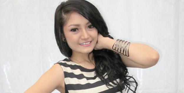 Foto panas siti badriah ramai di dunia maya for Siti di foto