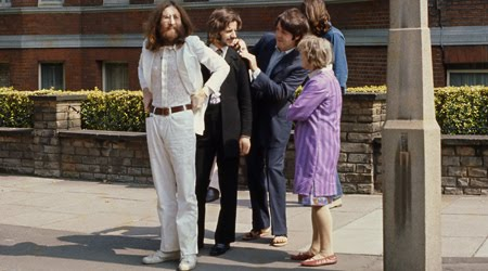 Foto-foto berikut ini merupakan kumpulan foto-foto langka yang diambil saat pemotretan untuk sampul album Abbey Road.