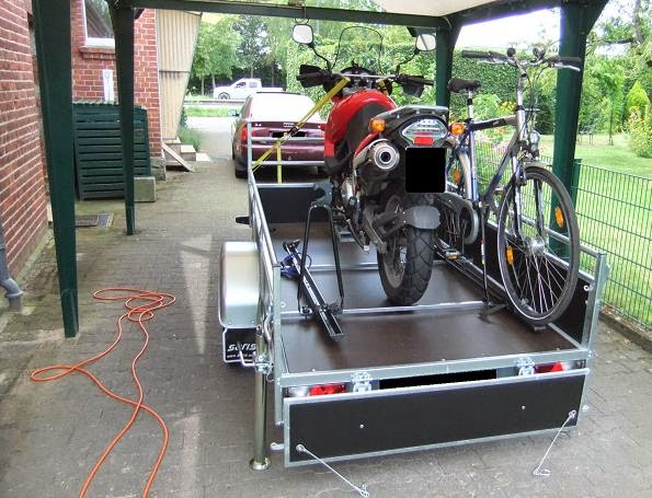 schlagzeilenk fer motorradtransporter bereit zum ersten. Black Bedroom Furniture Sets. Home Design Ideas