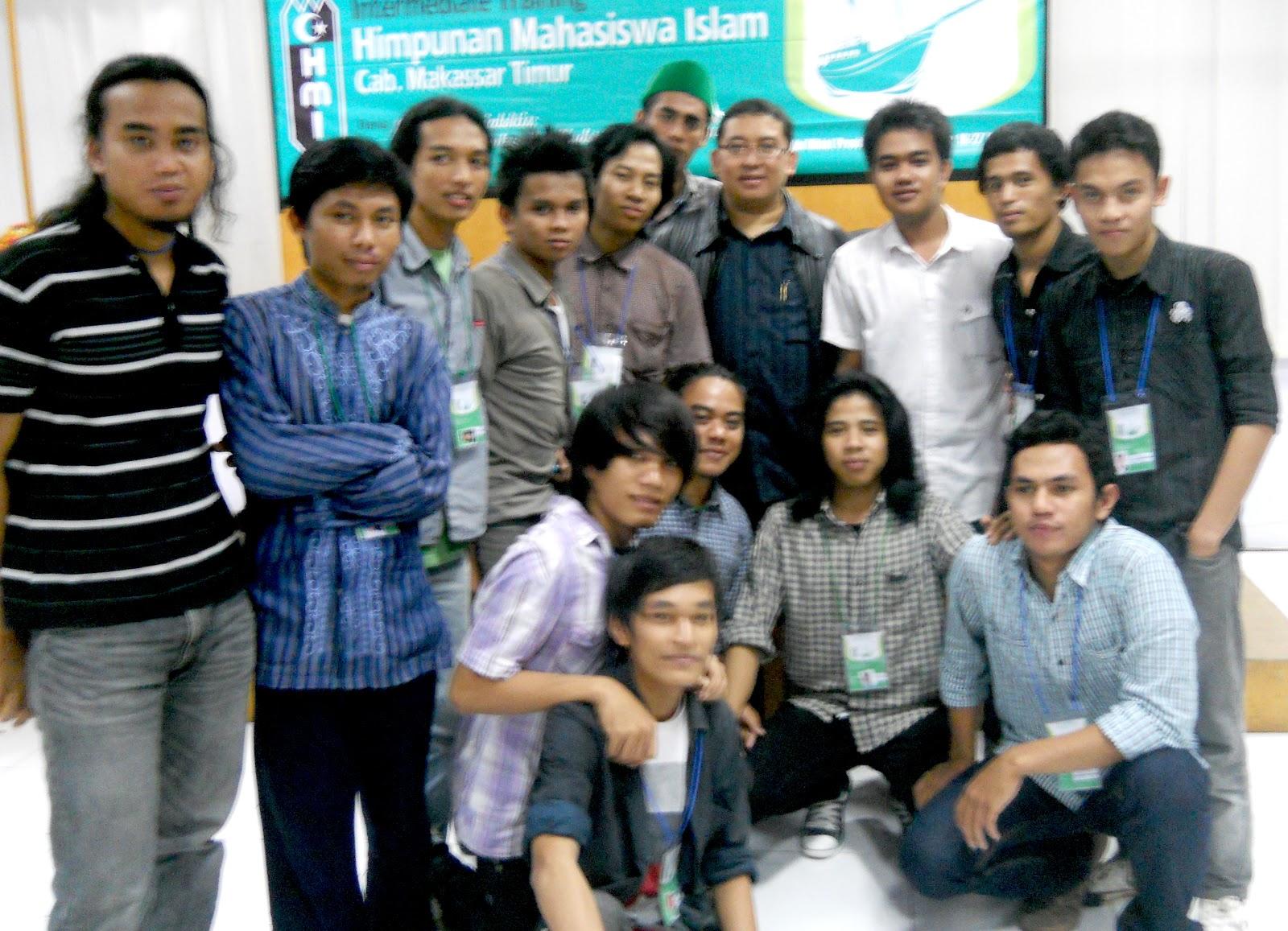 Peserta LK II HMI Cab. Makassar Timur Bersama Fadly Zon (Sekjen Partai Gerindra)
