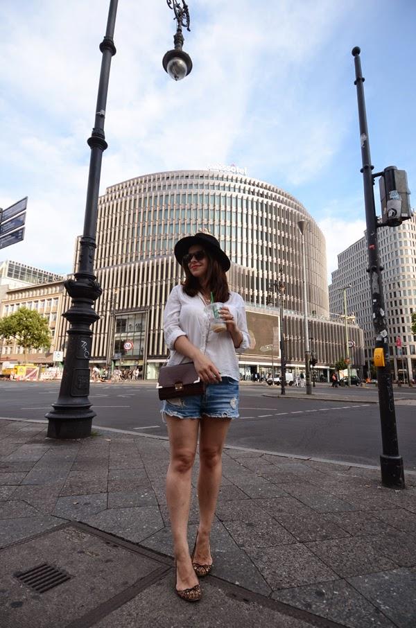 fashion blogger, iheartblack, black fedora, C&A, boyfriend Denim shorts, white shirt, animal print flats, museum island, ku'damm, KaDeWe, visit berlin, what to see