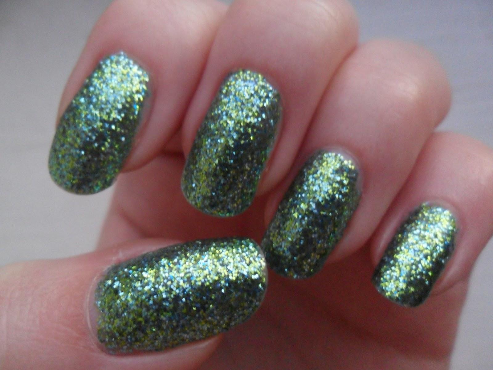 The Woollen Mitten: W7 green dazzle glitter varnish swatch