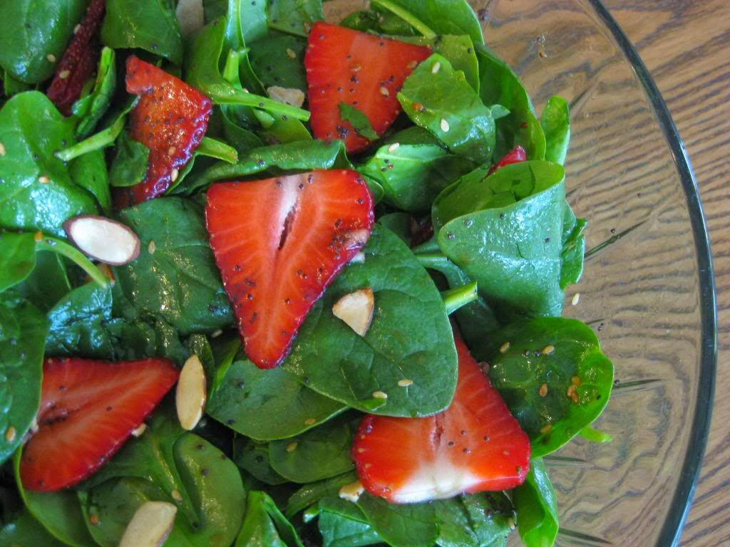 http://wakemedvoices.org/wp-content/uploads/2011/04/strawberry-spinach-salad.jpg