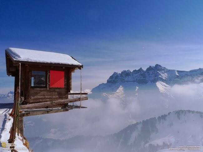 Домик на высоте 2000 метров на горнолыжном курорте Шампуссин, Швейцария. Вид на горы Les Dents du Midi.