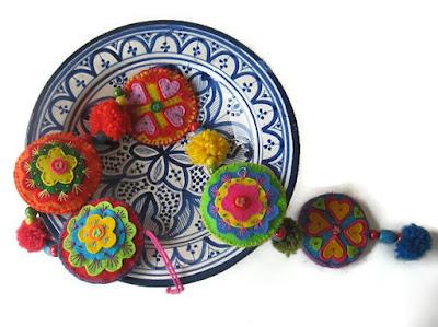Vilt slinger op marokkaans bord atelier de vier jaargetijden