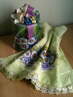 toalha pintura em tecido e lata decorada
