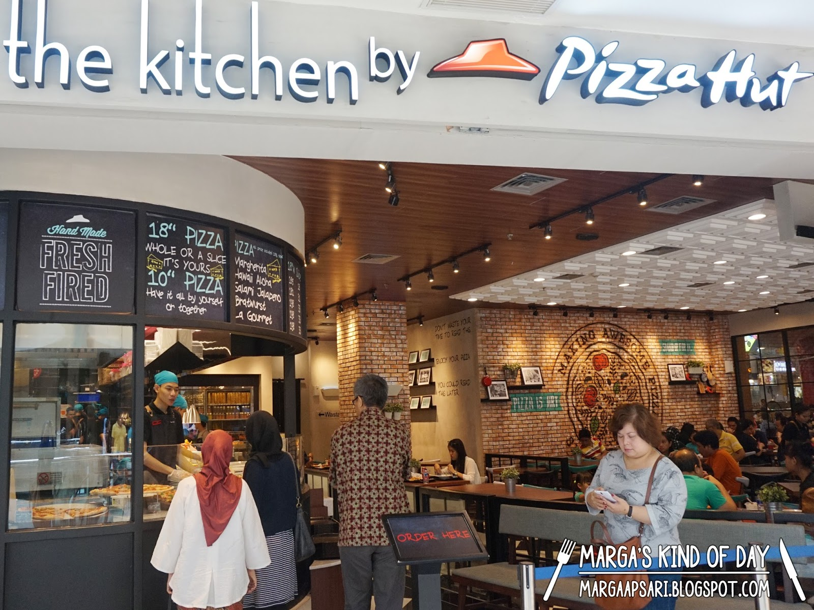 Pizza Hut Kitchen the kitchenpizza hut, pondok indah mall 2 - marga apsari - blog