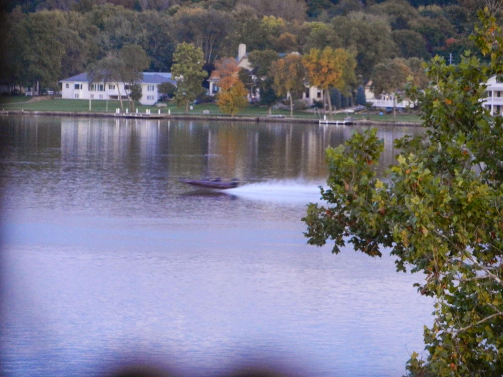 speedboat hovercraft pic