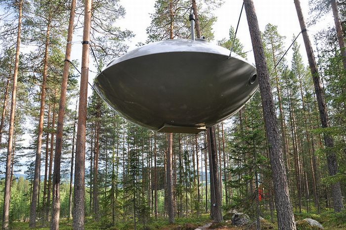 ufo treehouse hotel in sweden damn cool pictures. Black Bedroom Furniture Sets. Home Design Ideas