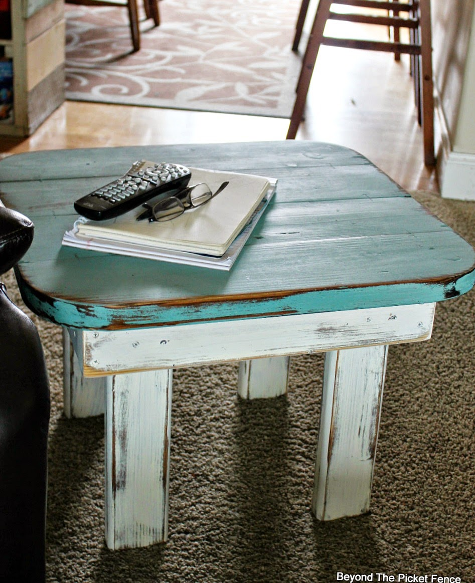 transformation, end table, wood table, paint, upcycled, Beyond The Picket Fence, http://bec4-beyondthepicketfence.blogspot.com/2015/02/end-table-or-what-to-do-with-ugly-table.html