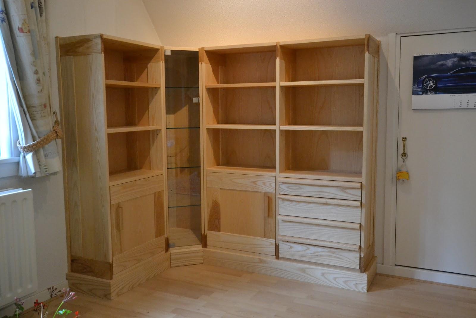 Meubelmakerij de Swarte Schuur: Boekenkast, vitrinekast