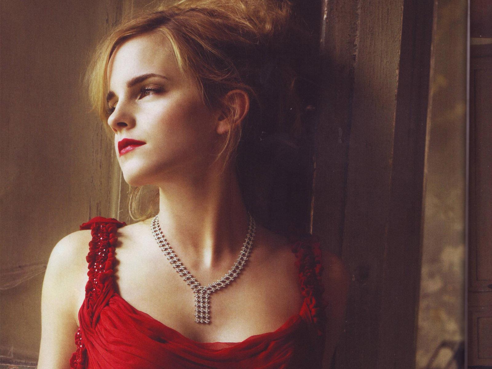 Hollywood: Emma Watson Hot HD Wallpapers 2012