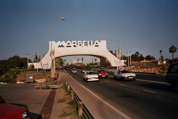 Marbella arcos de marbella y san pedro for Oficina turismo marbella