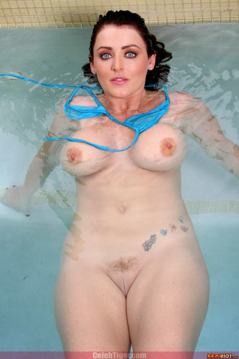 Busty+Babe+Sophie+Dee+Wet+In+Pool+Taking+Off+Her+Blue+Bikini+Posing+Naked www.CelebTiger.com 56 Busty Babe Sophie Dee Wet In Pool Taking Off Her Blue Bikini Posing Naked HQ Photos