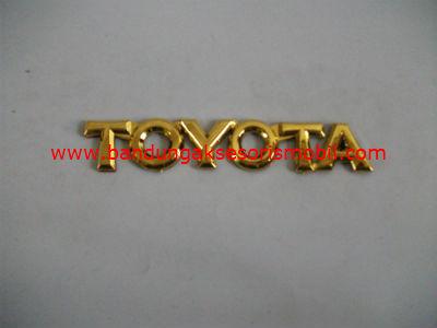 Emblem Tulisan Toyota Gold
