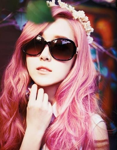 Jessica Jung Pink hair color layered hairstyle