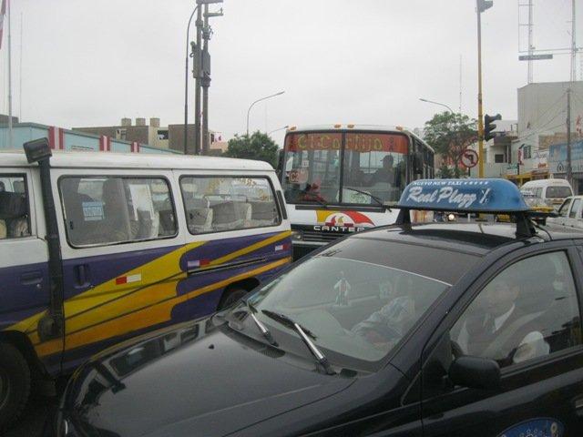 Falta de control es el principal problema de transporte en Trujillo