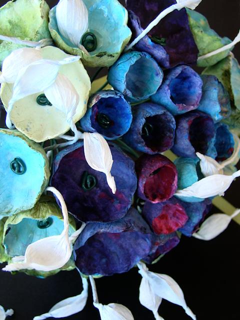 Matrimonio eco bouquet dipinto a mano con fiori di carta verdi acquamarina