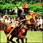Pasola adalah 'perang-perangan' yang dilakukan oleh dua kelompok berkuda