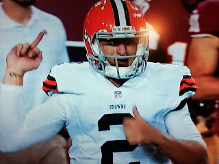 Johnny Manziel Flips Middle Finger to Fans