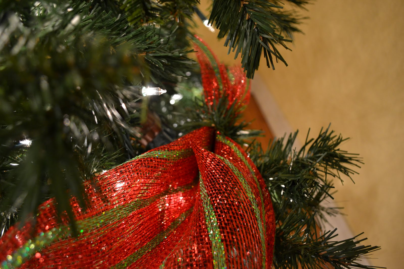 Kristen\'s Creations: Decorating A Christmas Tree With Mesh Ribbon ...