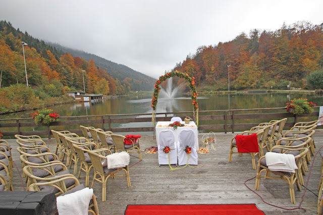 Trauung im Oktober auf der See-Terrasse am Riessersee in Garmisch-Partenkirchen - Wedding venue in Garmisch, Germany