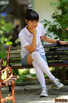 Foto Siswi Cantik Berseragam SMA/SMU lagi Bugil