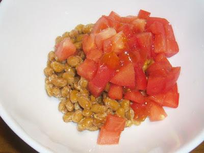 納豆にトマト