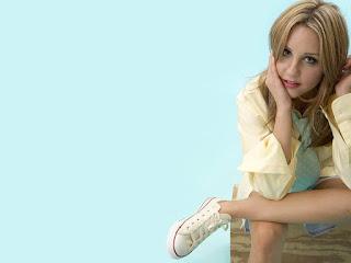 Amanda bynes famous actress wallpapers