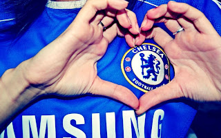 Girl wearing Chelsea Uniform Heart Shape with Hands HD Wallpaper