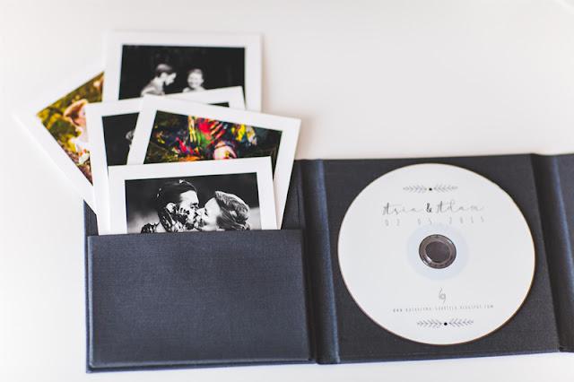 etui na DVD, opakowanie na płytę, wywołane zdjęcia, polaroid, lniane etui, sznurek, katarzyna gabriela fotografia, artystyczna fotografia, Bochnia, fotograf ślubny Bochnia, Fotografia ślubna, fotografia artystyczna,