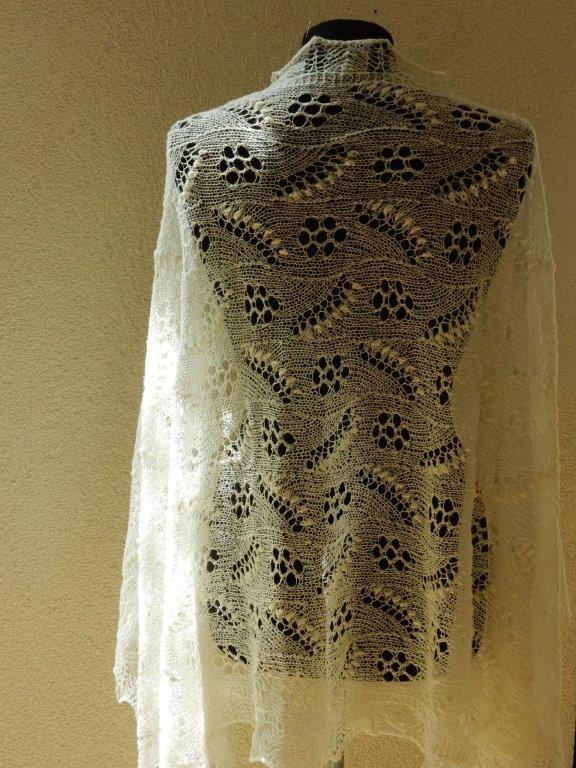 TE KOOP: grote sjaal donker naturel.