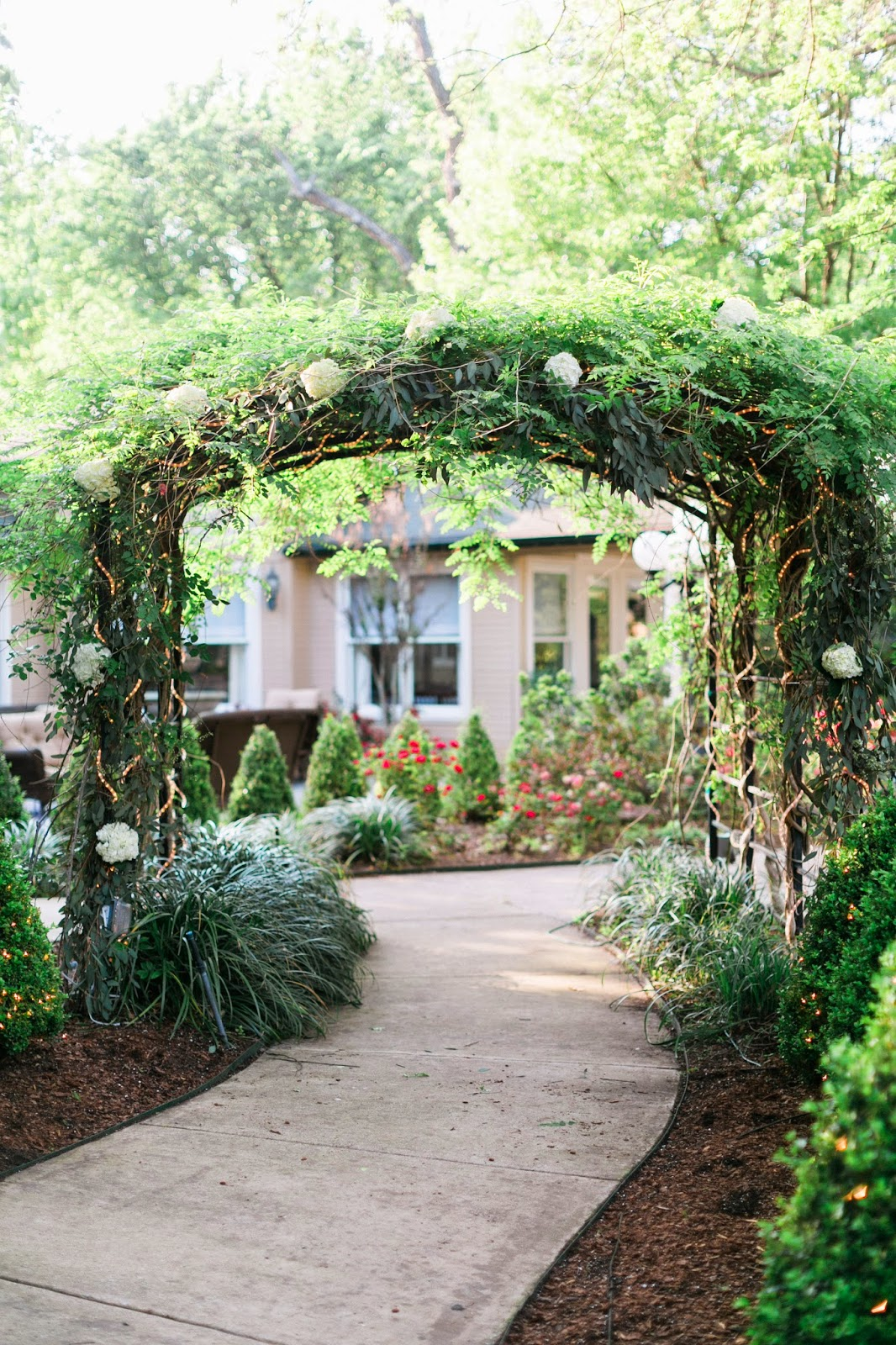 The Blooming Bride, DFW, Fort Worth, Texas, Wedding Flowers, arch, natural, sanford house