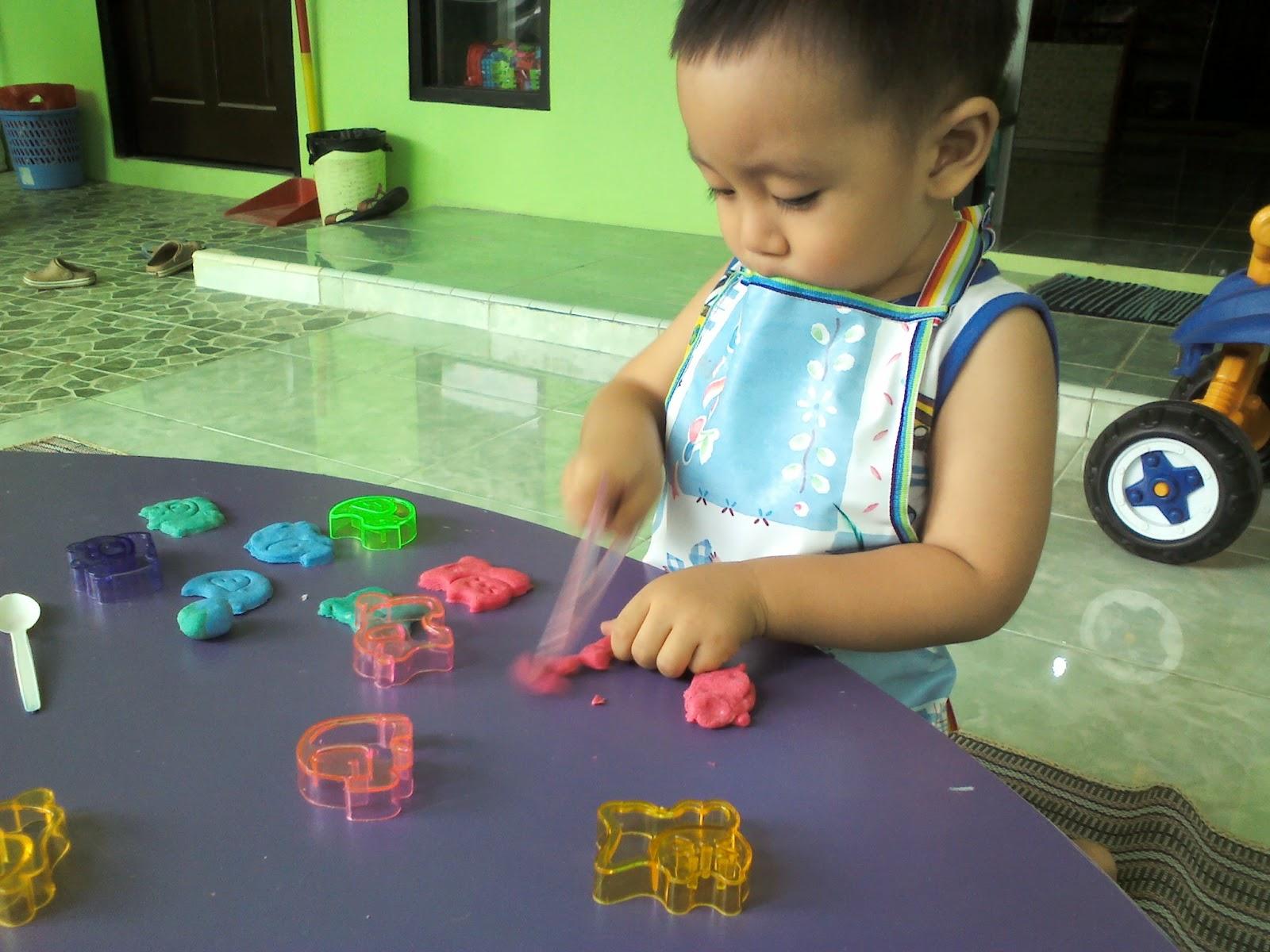 http://babykidszoom.blogspot.com/2015/03/gambar-anak-anak-bermain-7.html