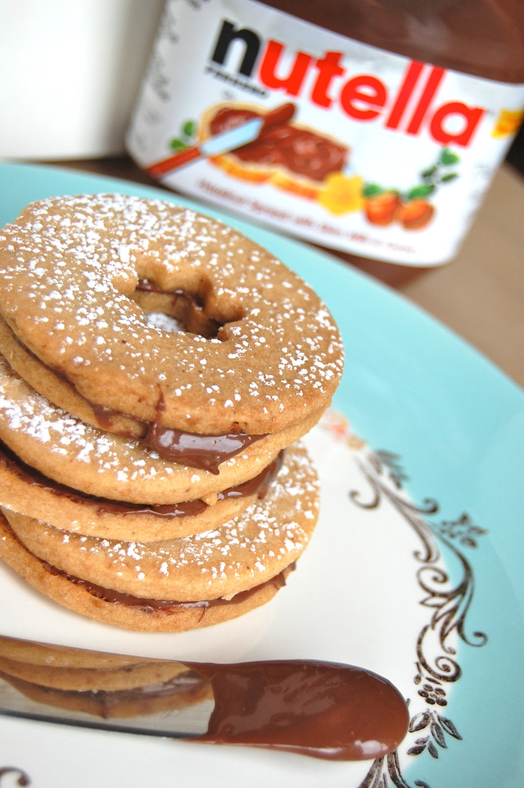 GRAPEFRUIT AND GOLD: macadamia shortbread nutella sandwich cookies