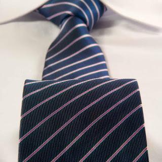 Krawat z włókien syntetycznych