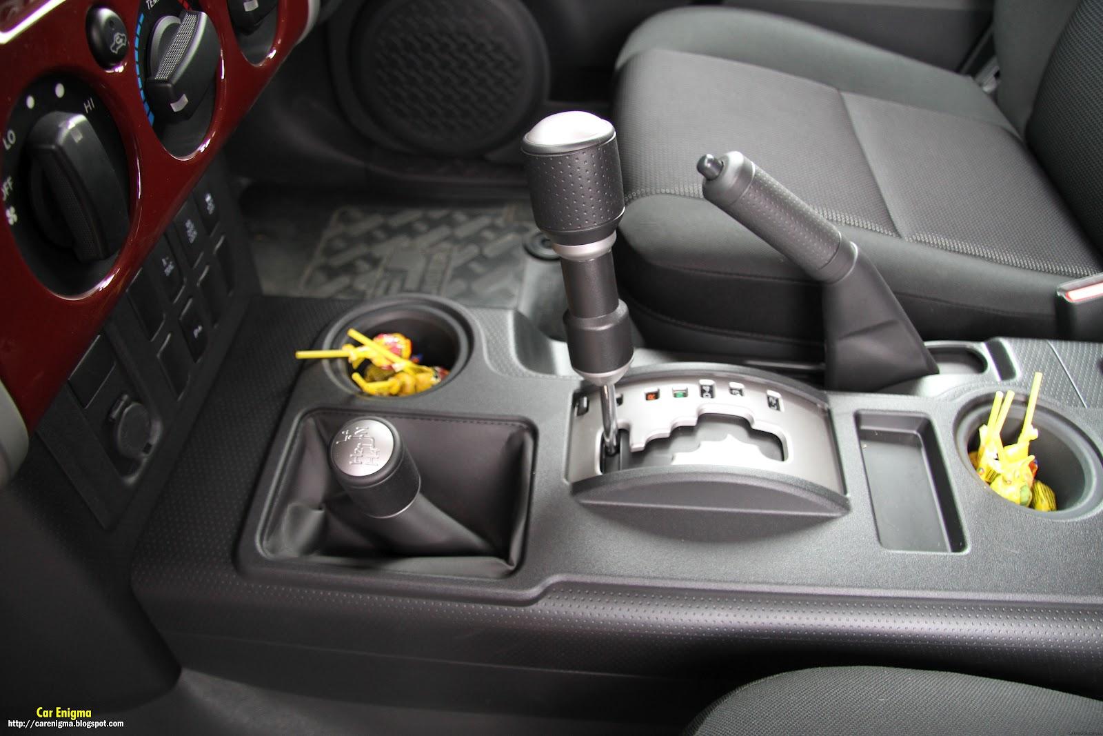 http://4.bp.blogspot.com/--6yzkOLnEjM/T2bx-n0xcrI/AAAAAAAAAvw/K0aXzcsIhRc/s1600/Toyota_FJ_Maroon-Interior2.jpg
