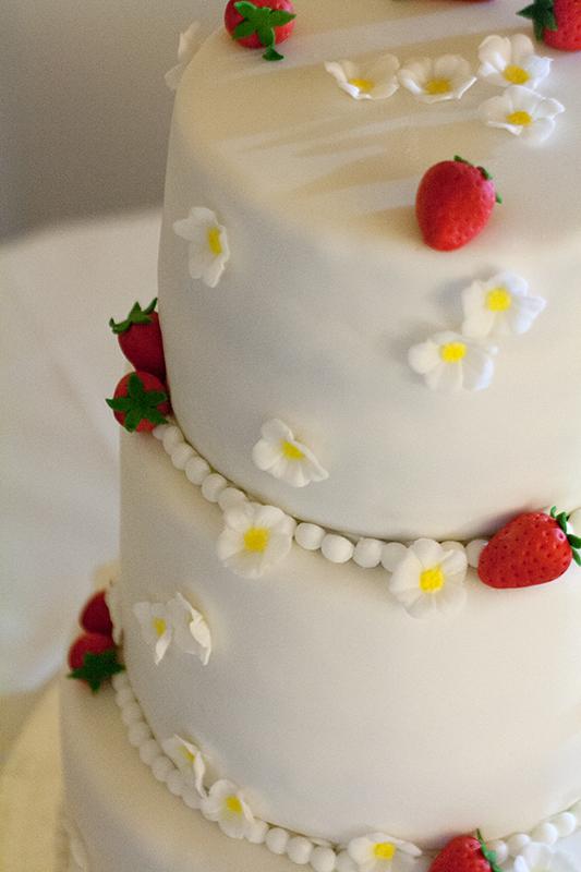Torte weiß dreistöckig
