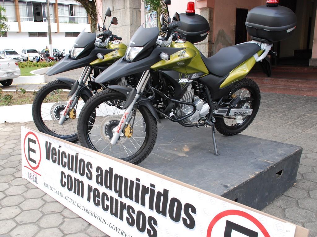 As motocicletas serão usadas na supervisão do estacionamento rotativo e na fiscalização de trânsito