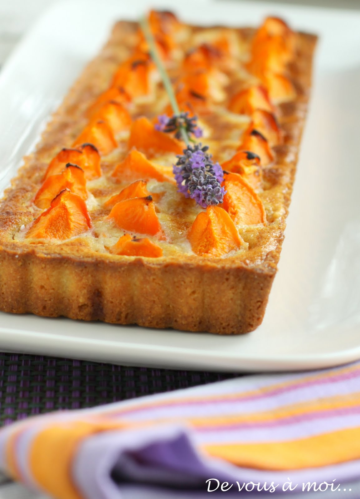 de vous moi tarte aux abricots cr me d 39 amandes au miel de lavande. Black Bedroom Furniture Sets. Home Design Ideas