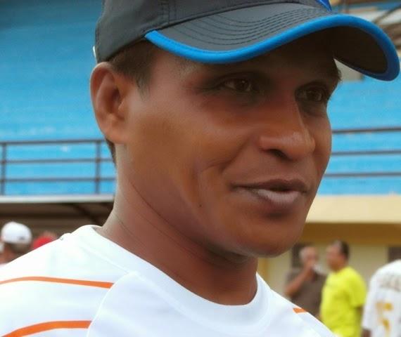 Alexander Saununu Incar Kursi Pelatih Persis