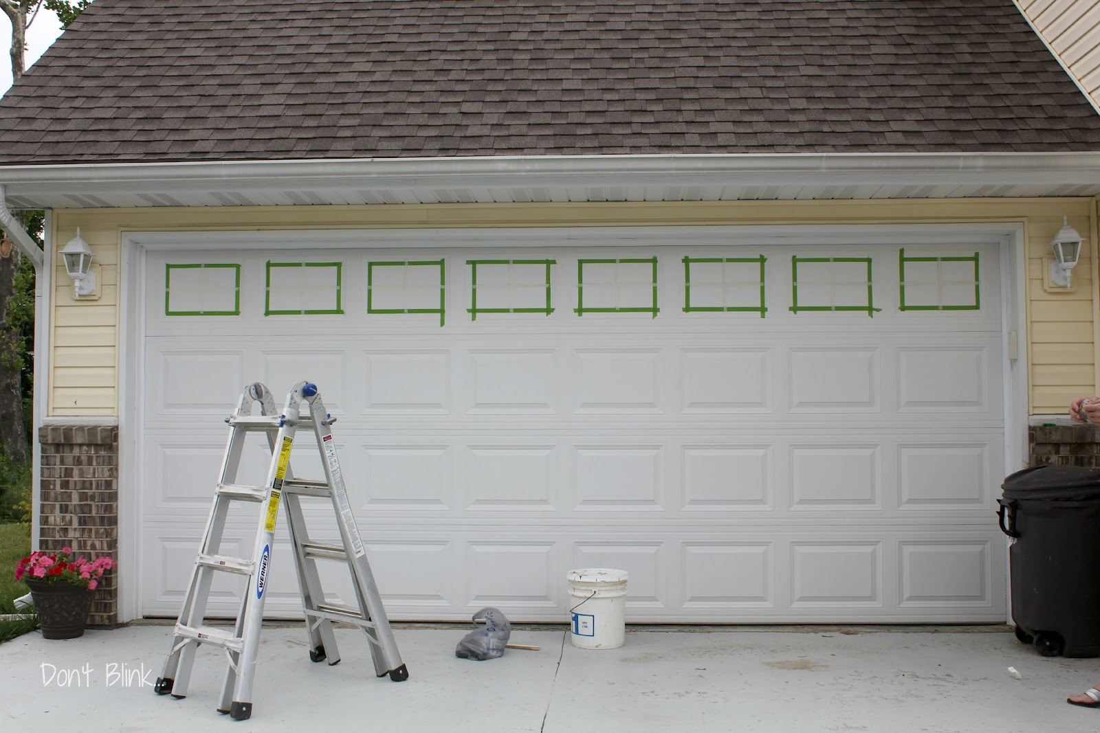 Garage door paint ideas viewing gallery - Garage door painting ideas ...